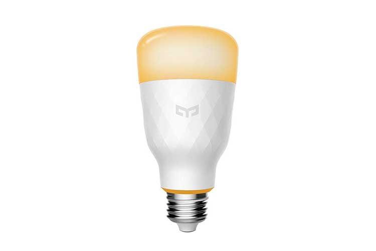 Die smarte LED-Birne Xiaomi Yeelight Smart LED 1 S passt in jede gewöhnliche E27 Lampenfassung