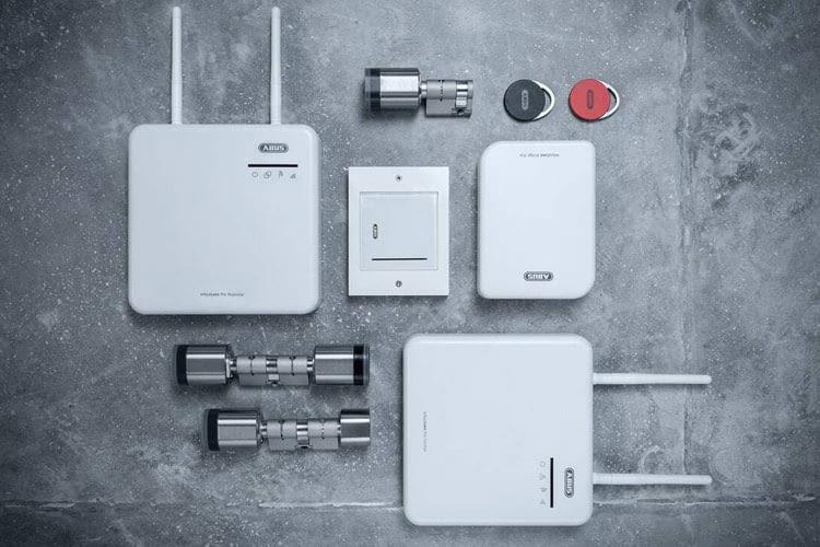 Das Sicherheitssystems wAppLoxx Pro von ABUS bietet beispielsweise die Zutrittskontrolle per Transponder