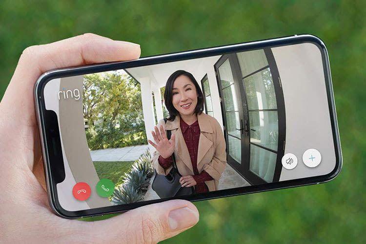 Die Gegensprech-Funktion der Ring Doorbell 3 erlaubt, dass Nutzer auch in Abwesenheit mit Personen vor der Haustür sprechen können