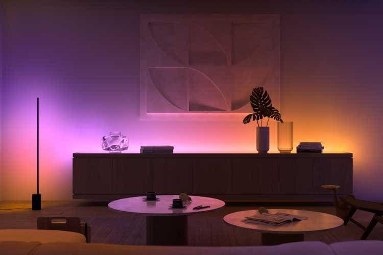 Neben der Philips Hue Gradient Signe Tischleuchte bietet Signify auch eine Stehleuchte als Modellvariante an