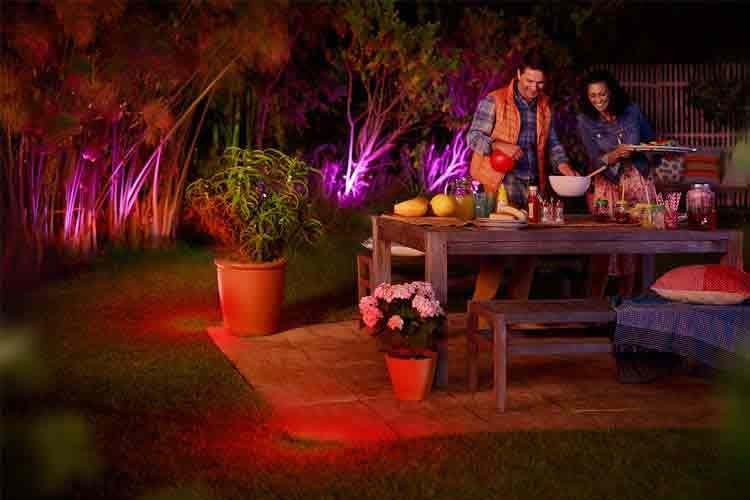 Wetterfeste Lampen sorgen für schönes Ambiente und erhöhen die Sicherheit