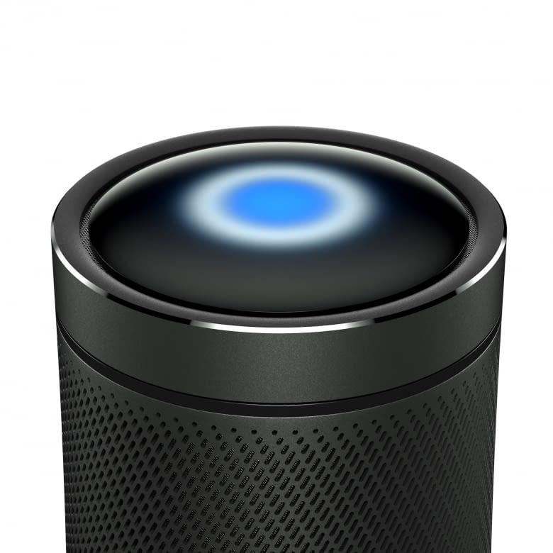 Invoke hat Microsofts Sprachassistenz Cortana verbaut, wie bei Amazon Echo signalisiert sie Aktivität über einen blauen LED-Leuchtring