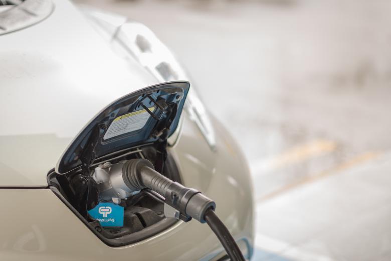 Elektroauto immer rechtzeitig aufladen mit der Place to Plug-Plattform