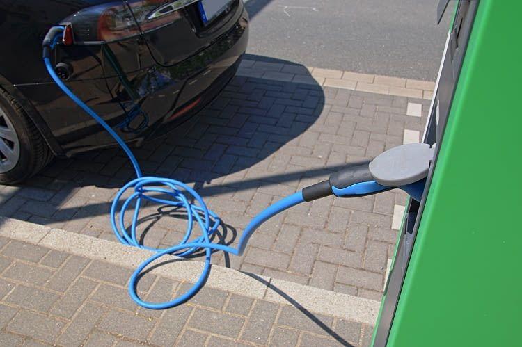Bei den Kabeln für das Elektroauto unterscheidet man zwischen zwei verschiedenen Arten
