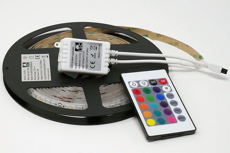 Sehr gut: Der LSC Smart Connect Multicolor LED Strip verfügt über zusätzliche weiße LEDs