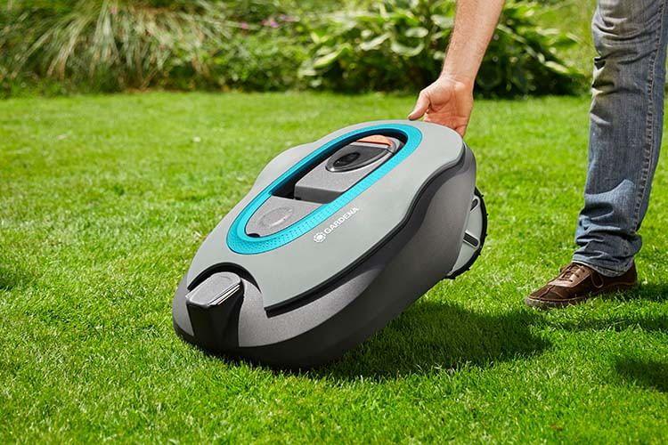 Der mähroboter GARDENA smart SILENO+ Set (R160LiC) mäht Rasenflächen von bis zu 1.600 qm