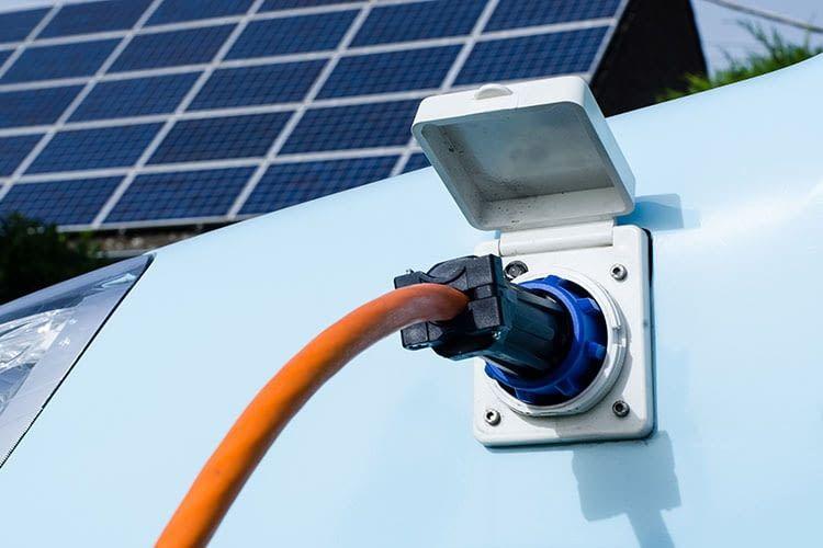 Experten sind überzeugt: Batterien von E-Autos werden zukünftig zu intelligenten Stromspeichern
