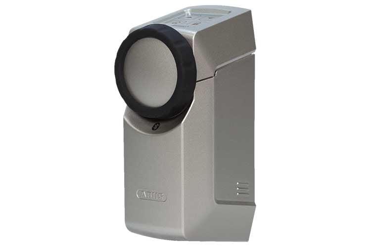 Der ABUS HomeTec Pro Bluetooth Türschlossantrieb lässt sich einfach installieren und erfüllt hohe Sicherheitsstandards