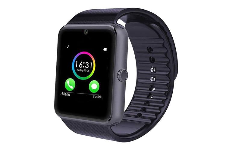 Die YAMAY Smartwatch SW016 stellt eine günstige Alternative zu den teuren Sportuhren dar, dafür bietet sie nicht so viele Möglichkeiten