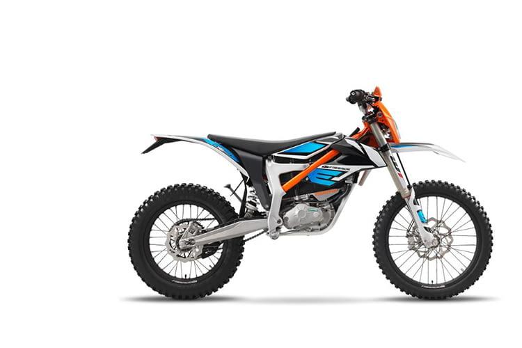 Das Elektromotorrad von KTM eignet sich ideal für Wald und Wiesen