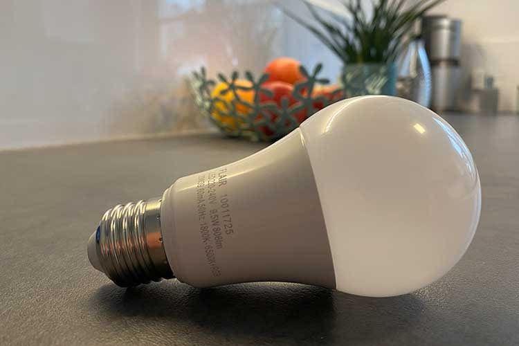 Mit der im SMART HOME by hornbach Test verwendeten FLAIR VIYU Smart LED A60 Birne lassen sich Lichtszenen definieren