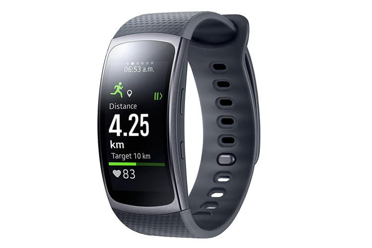 Die Samsung Gear Fit 2 Smartwatch hat ein ergonomisch gewölbtes AMOLED-Farbdisplay