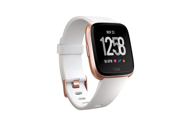 Fitbit Versa ist zusätzlich in der Farbkombination Pfirsich/ Aluminium-Roségold erhältlich