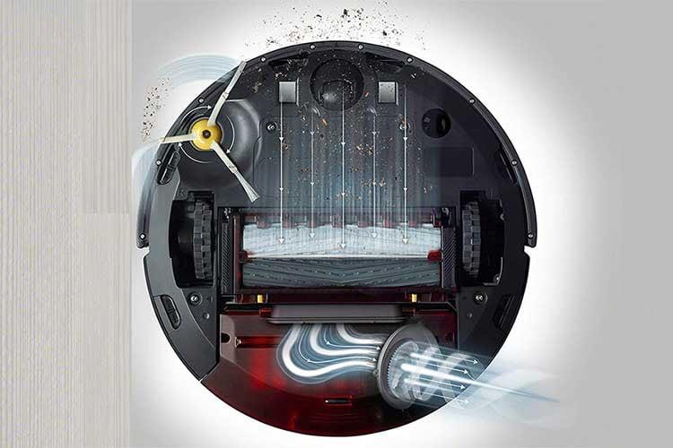 iRobot Roomba 981: Die Seitenbürste kehrt den Schmutz in den Einzugsbereich der Rollbürsten, der Filter verhindert eine Partikelfreisetzung