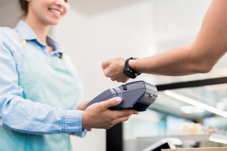 Some ladies' smartwatches are also suitable for contactless payment