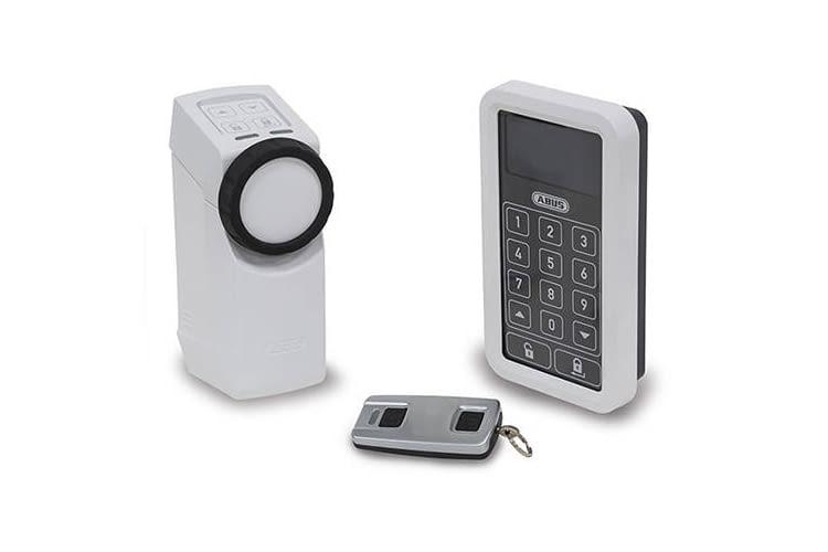 Der ABUS HomeTec Pro Funk-Türschlossantrieb CFA3000 wird oft im Set angeboten