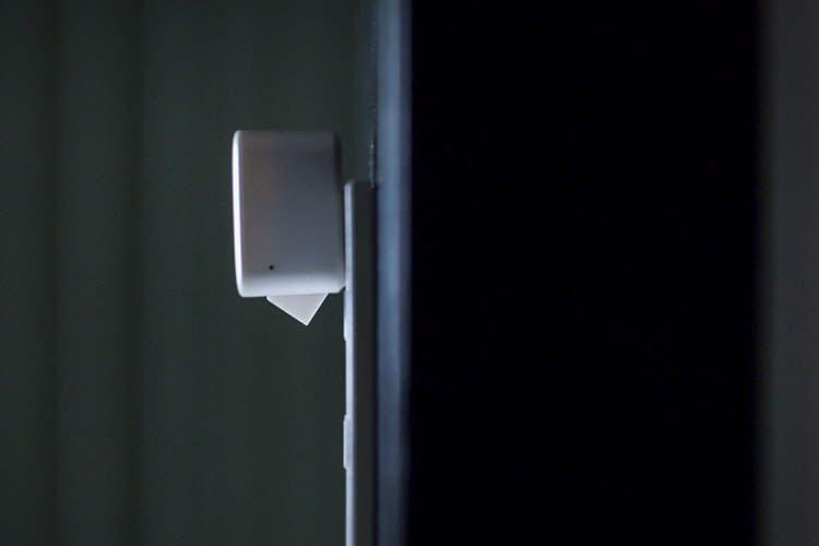 """Der SwitchBot """"Arm"""" ist kompakt genug, um auch kleine Schalter zu bedienen"""