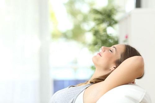 Entspannt im smarten Zuhause @ [Antonioguillem] adobe.stock.com