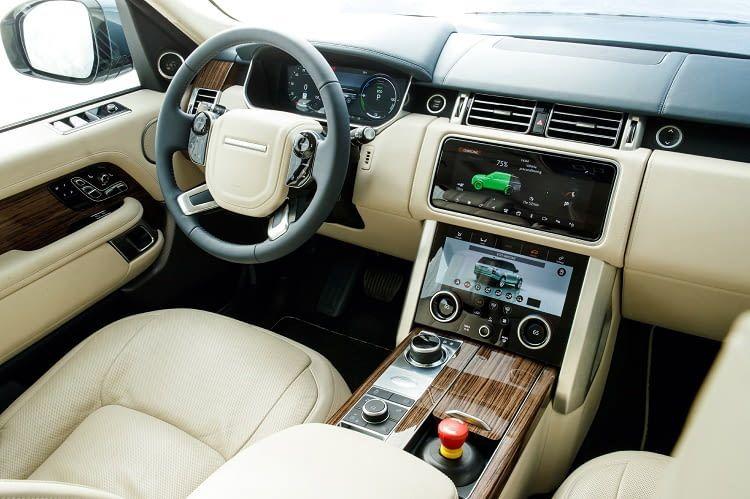Der Range Rover P400e ist auch im Innenraum ein Luxus-SUV