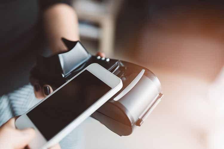 Bezahlen mit dem Smartphone - dank NFC kein Problem