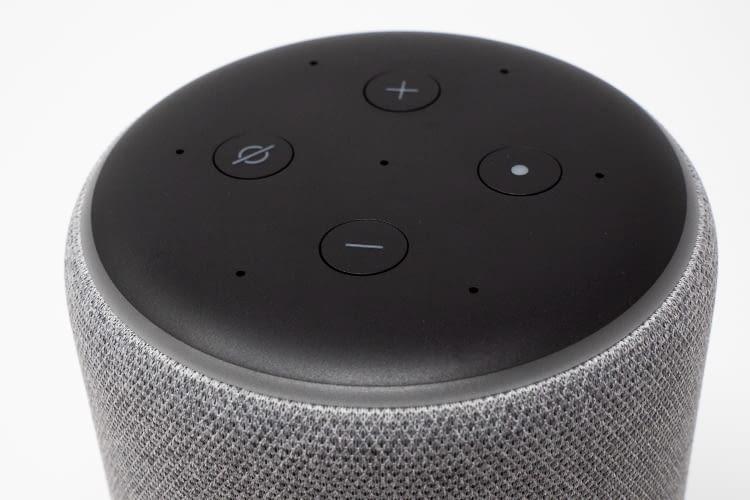 Die neue Oberseite des Amazon Echo Plus 2 mit Fernfeldmikrofonen und Bedientasten