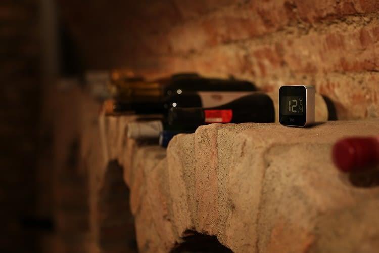Auch im (Wein)keller sorgt Elgato Eve Degree für prima Klima