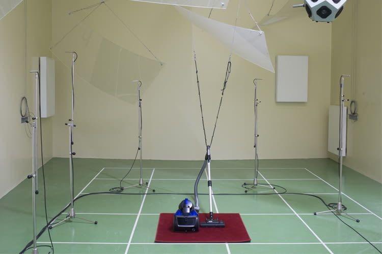 Auch die Akustik spielt bei der Staubsauger-Bewertung eine wichtige Rolle
