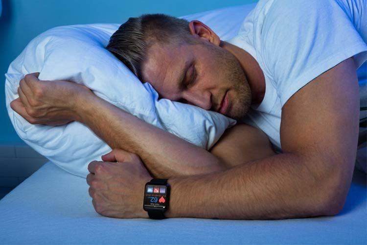 Auch bei vielen Smartwatches gehört das Schlaftracking bereits zur Standardausstattung