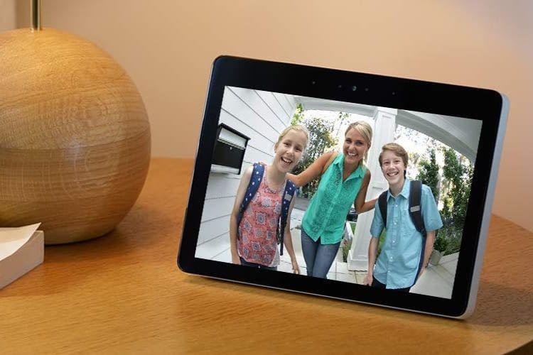 Echo Show kann auch Live-Bilder einer Überwachungskamera anzeigen (z.B. Ring Videodoorbell 2)