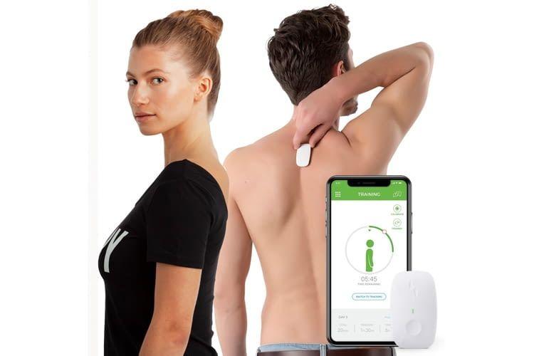 Das kompakte Gadget wird mit einem hypoallergenen Klebepad am oberen Rücken befestigt