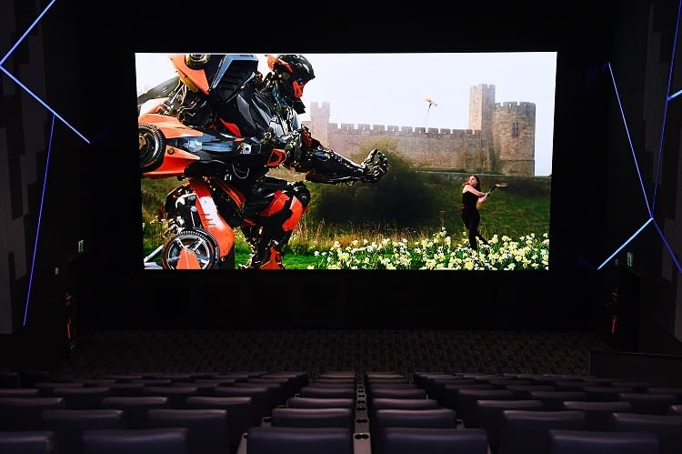Werden gigantische LED Fernseher Kino-Projektor ablösen?