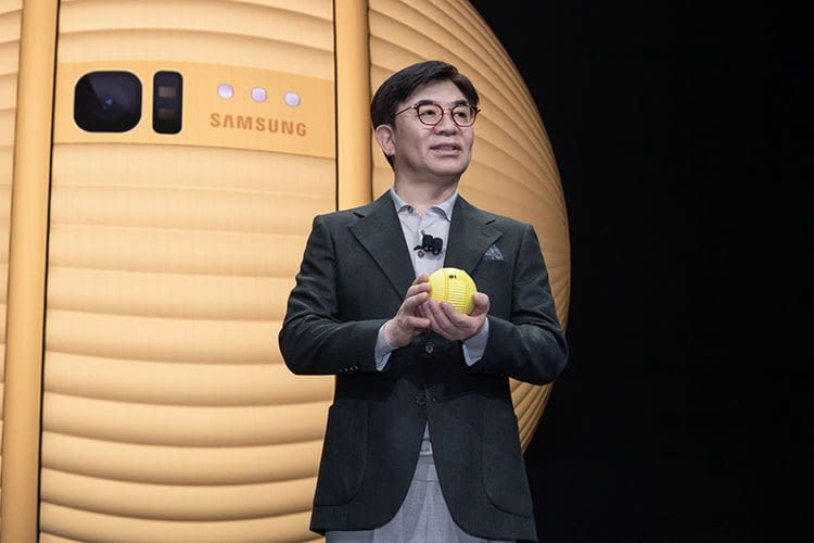 Samsung CEO H. S. Kim bei der Präsentation von Ballie auf der CES 2020