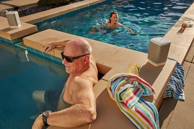 RIVA ARENA wird mit Extra-Akku zum wichtigsten Bestandteil der Pool-Party
