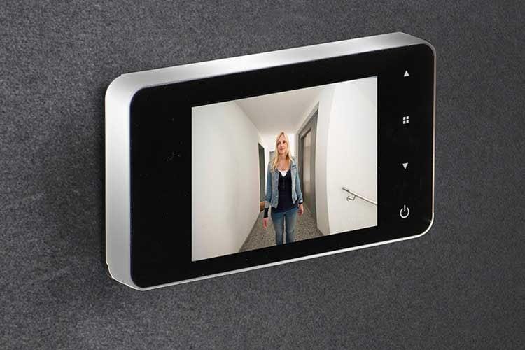 Der digitale Türspion BURG-WÄCHTER eGuard DG8100 sieht edel aus, bietet aber nur eine Auflösung von 320 x 240 Pixel
