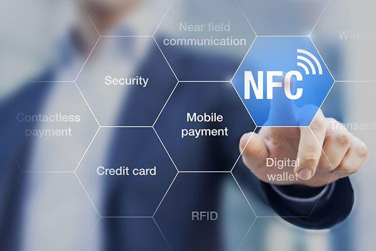 Apple Pay funktioniert mit NFC. Dabei werden keine personenbezogenen Daten übertragen