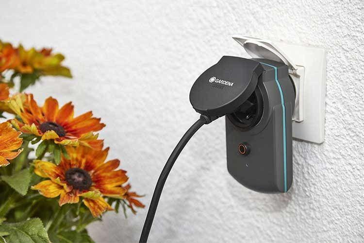 Mit diesem Zwischenstecker lässt sich auch die Gartenbeleuchtung smart gestalten