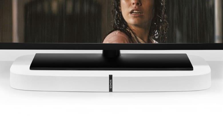 Die Playbase dient dem Fernseher als Sockel