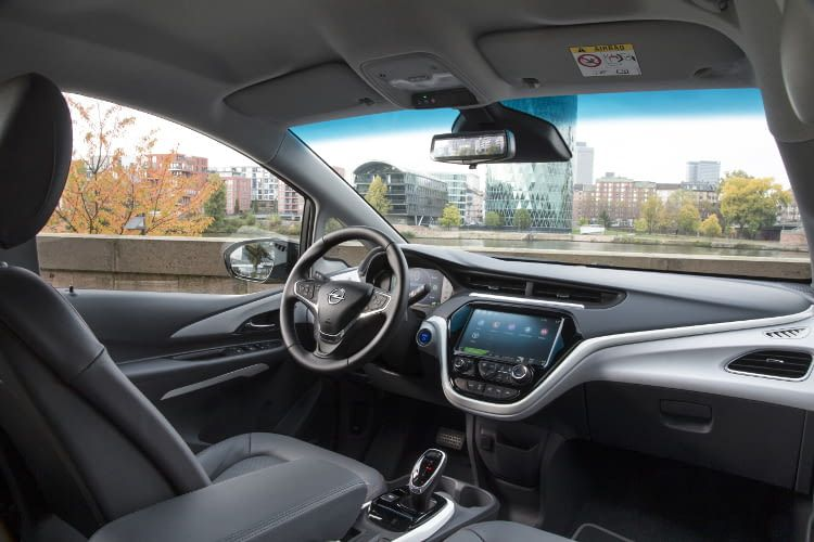 Der Opel Ampera e bietet im Innenraum gute Platzverhältnisse und Übersicht.