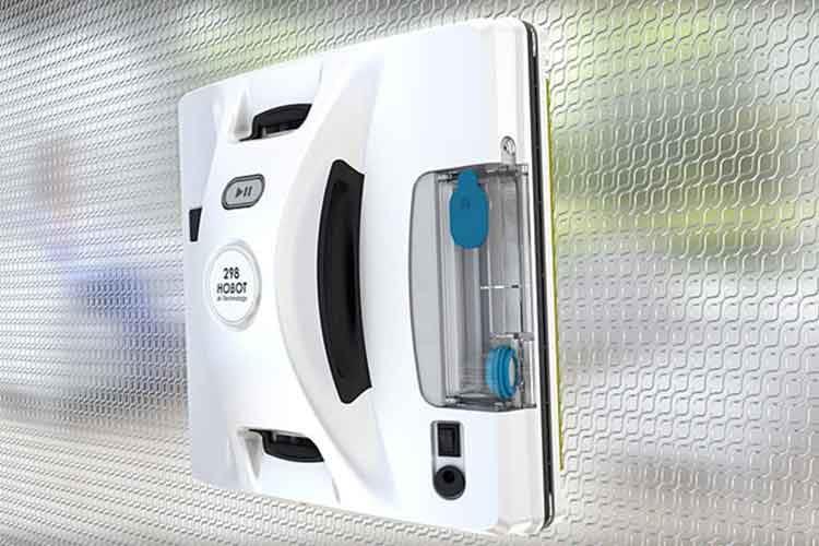 Hobot 298 reinigt zuverlässig Fenster und verfügt über einen integrierten Wassertank mit Sprühdüse
