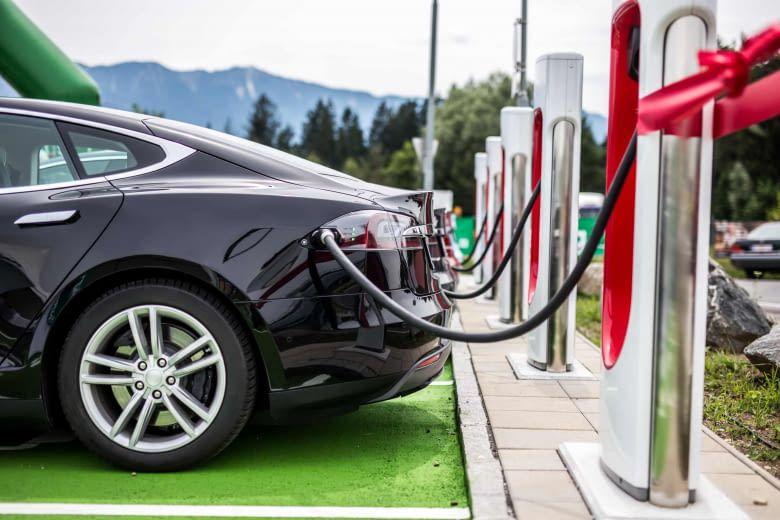 """Bislang ist Tesla der einzige Anbieter, der den """"Tankvorgang"""" an den Ladestationen mit den Superchargern auf eine akzeptablere Zeit reduzieren konnte"""