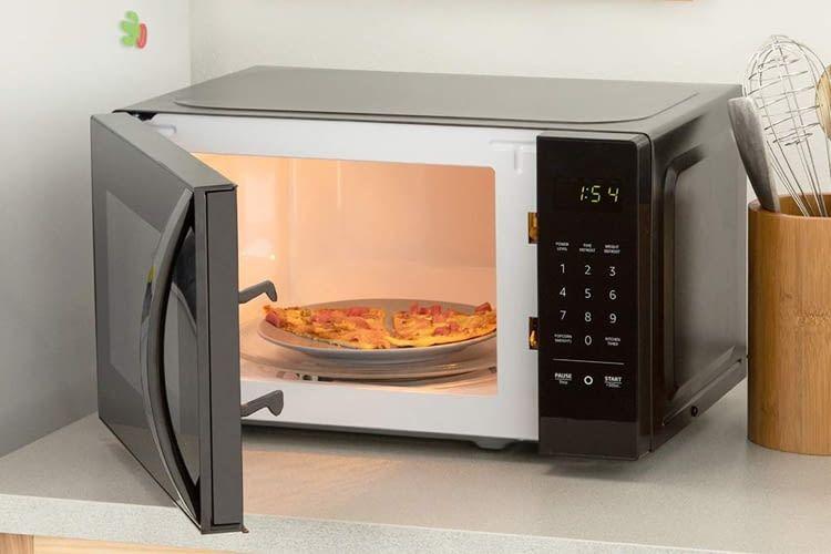 Für ausreichend Schutz sorgt eine Kindersicherung an der AmazonBasics Microwave