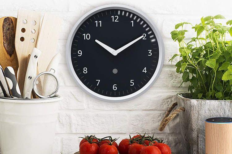 Die Alexa-Wanduhr Echo Wall Clock im klassischen Uhren-Design