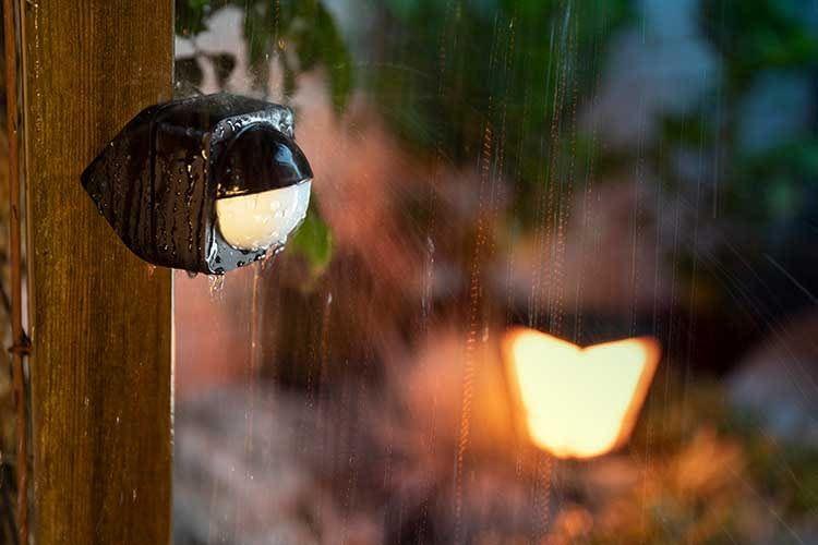 Arbeitet auch bei Regenwetter zuverlässig: Philips Hue Outdoor Bewegungssensor