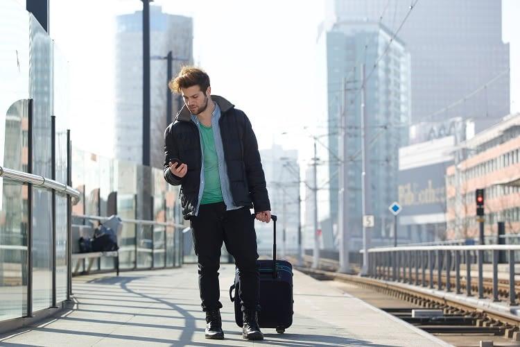 Ob mit Bus oder Bahn: mit den richtigen Informationen lässt sich Geld sparen