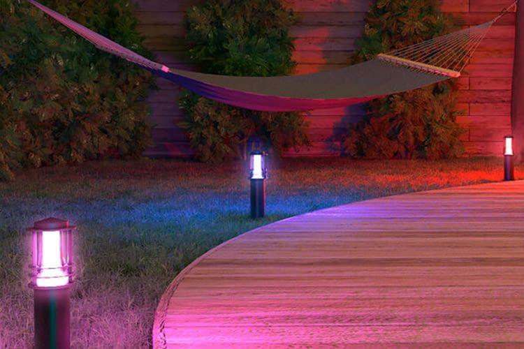 Die ALDI Wegeleuchten können in 16 Millionen Farben erstrahlen