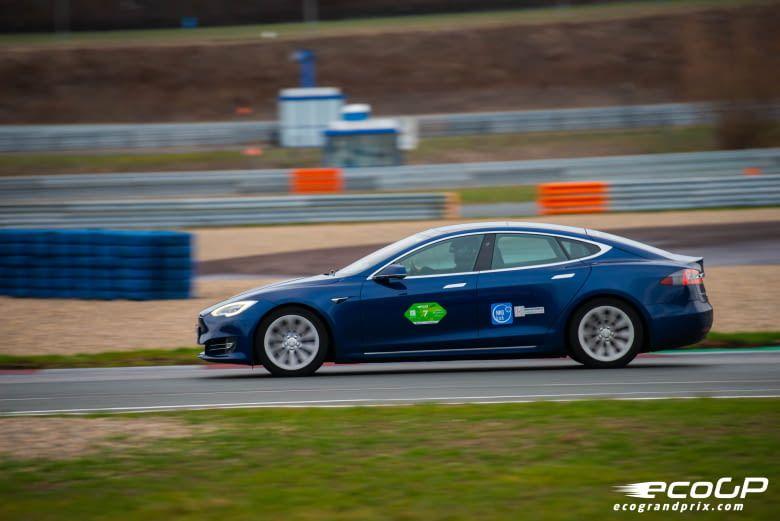 Darf natürlich bei einem Elektroauto-Grand-Prix nicht fehlen: ein Tesla