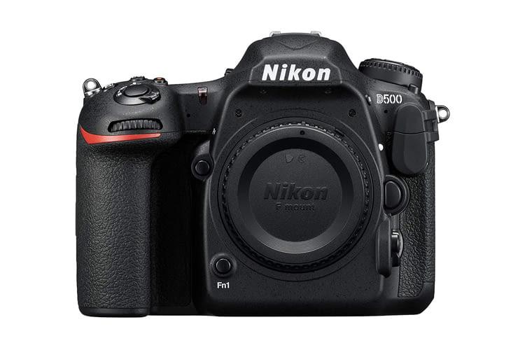 Nikon D500 bietet TTL-Belichtungsmessung mit RGB-Sensor mit ca. 180.000 Pixeln