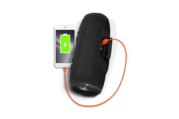 Der Bluetooth-Lautsprecher JBL Charge 3 hat einen Powerbank-Akku, an dem USB-Geräte aufgeladen werden können
