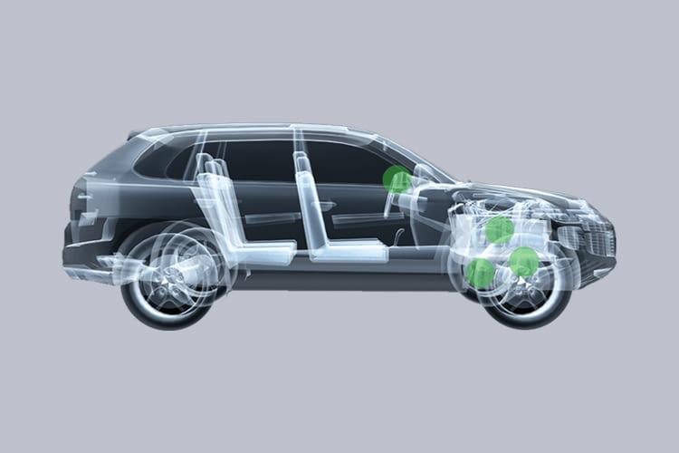 Einmal am Lenkrad befestigt überwacht der batteriebetriebene CarFit-Sensor das ganze Auto