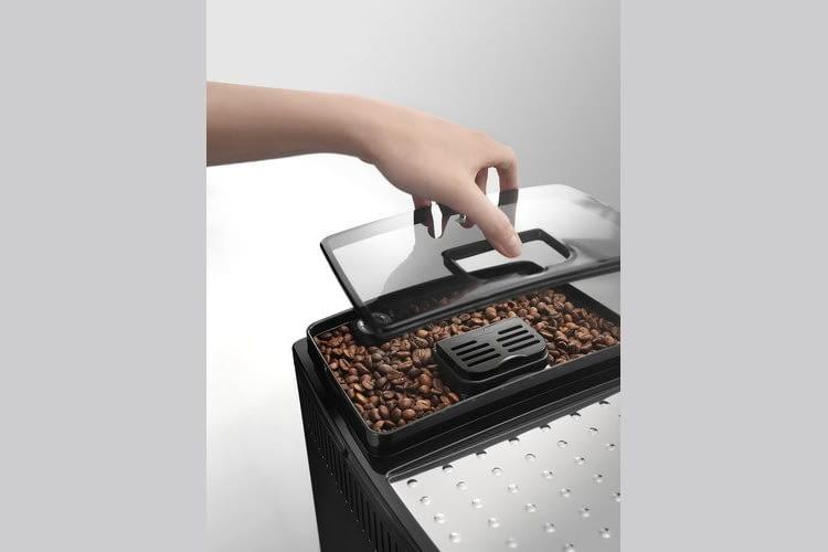 Aromaschutzdeckel und extraleises Kegelmahlwerk sorgen für optimale Lagerung und Mahlung